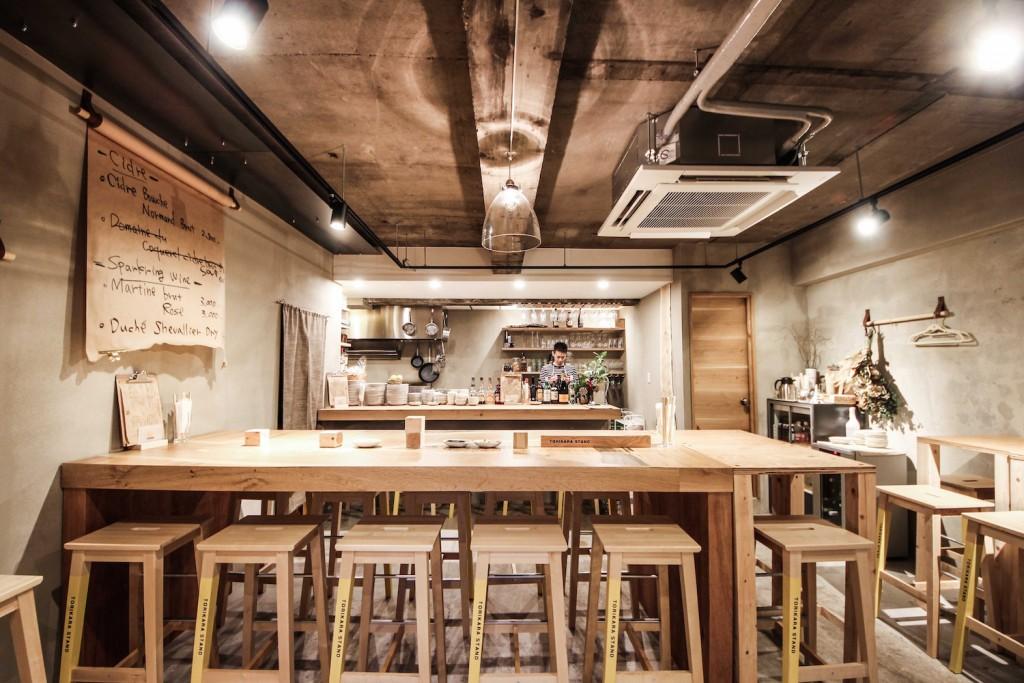 居酒屋(TORIKARA STAND)/内装デザイン事例正面から見る