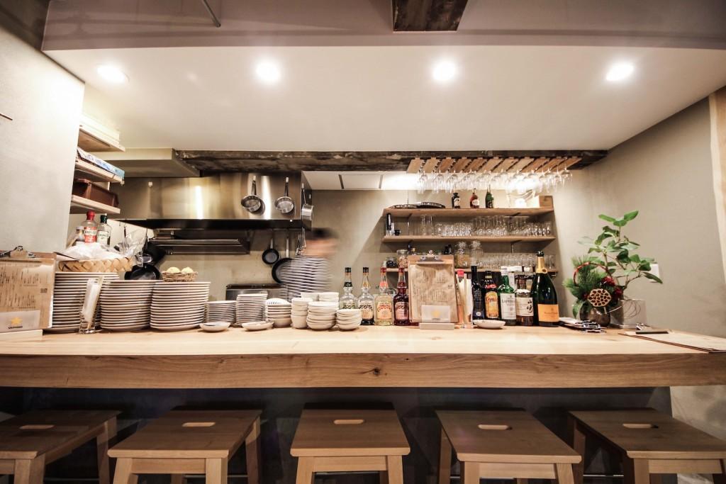 居酒屋(TORIKARA STAND)/内装デザイン事例の厨房カウンター