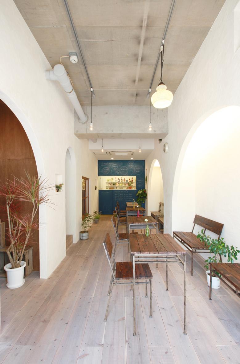 カフェ漆喰仕上げの壁デザイン