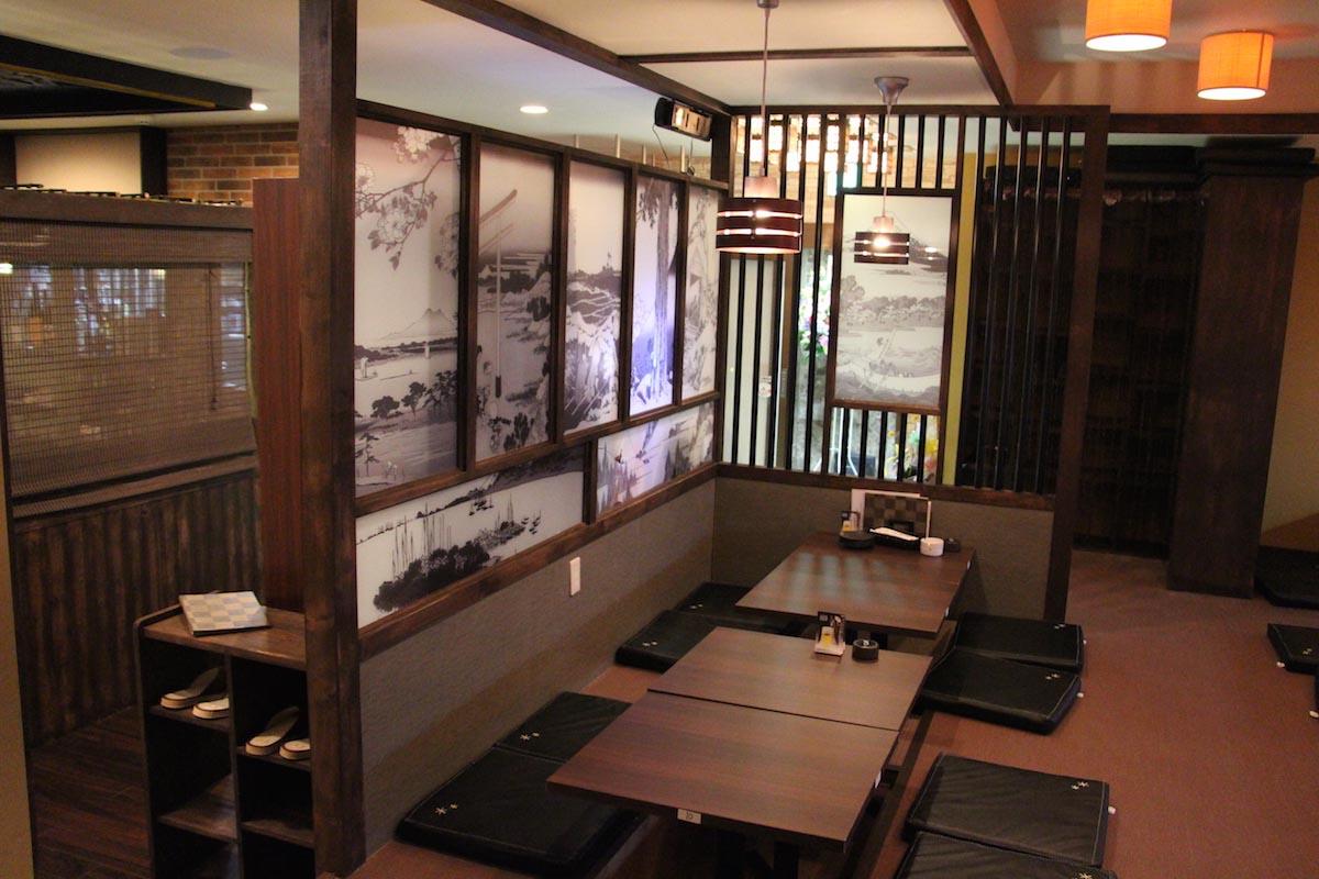 照明が豊かな中華風居酒屋の内装デザイン