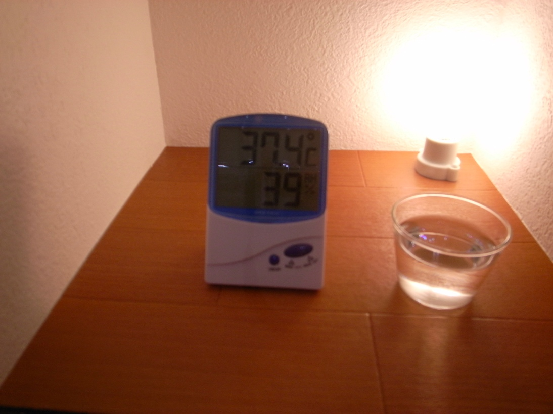 温度37.4℃湿度39%
