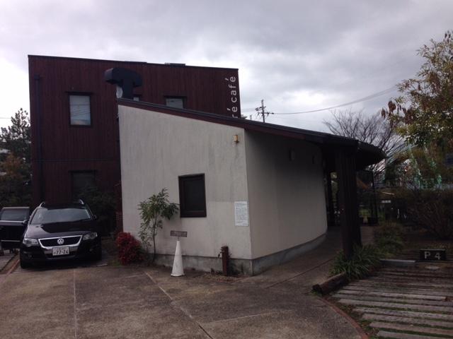 隠れ家的なカフェの外観