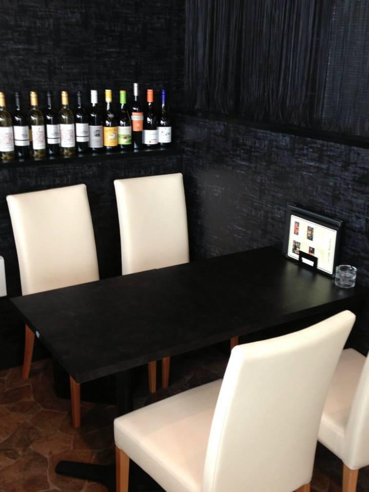 イタリアンの内装椅子テーブルデザイン