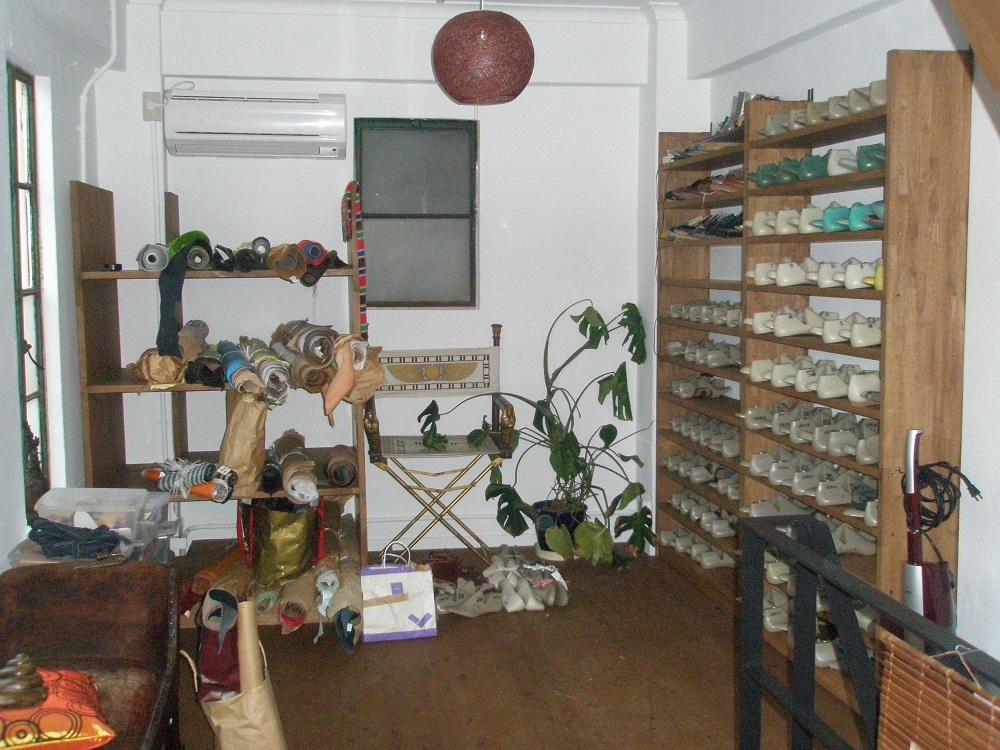 靴屋の修理室の内装事例