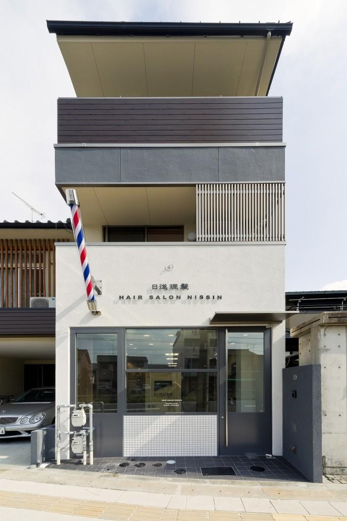 理髪店兼住宅の外観デザイン