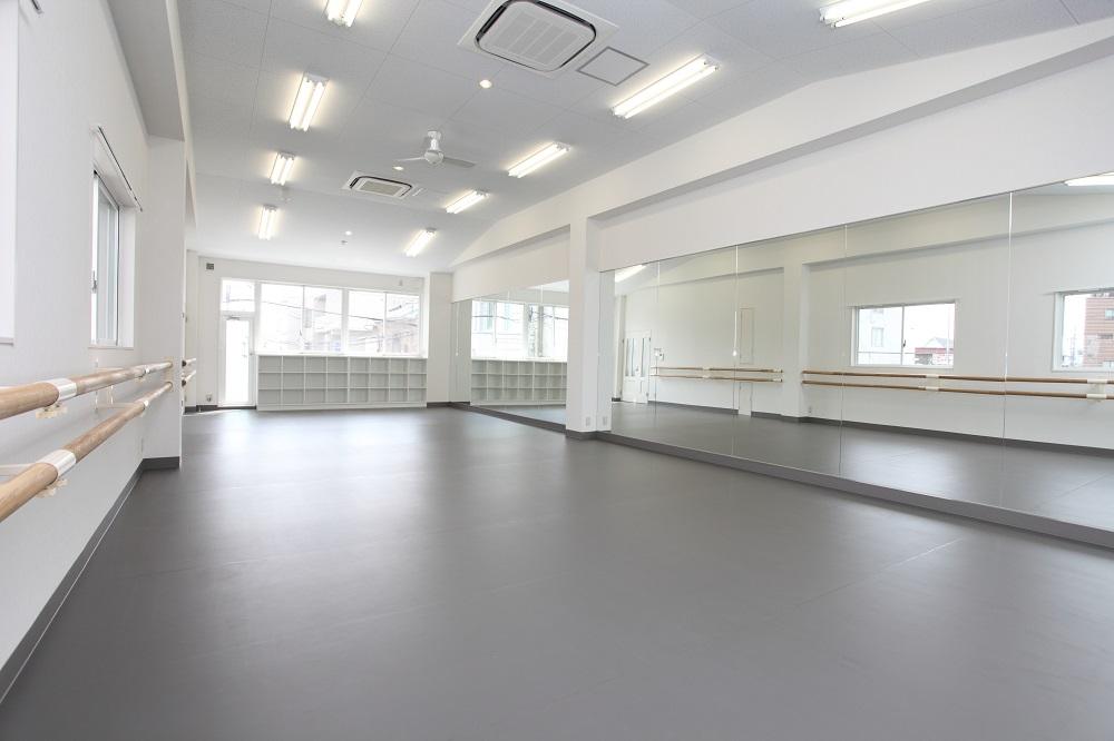 ダンス教室練習室内装デザイン事例