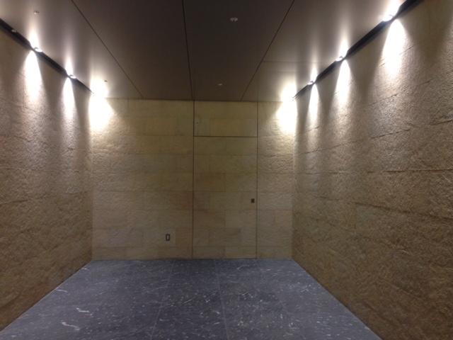 スポットライトの壁間接照明の事例