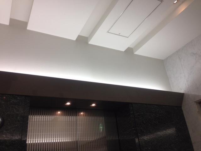 エレベターの間接照明のデザインディテール