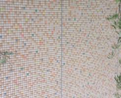 内壁モザイクタイル使用事例