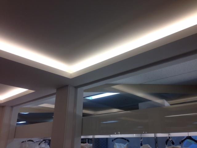 天井の間接照明の光のディテール