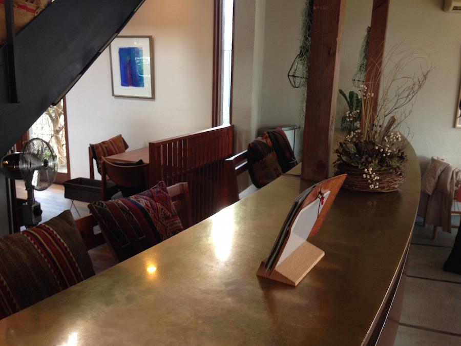カフェのカウンターのデザイン