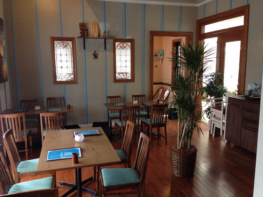 アロハ風カフェの店舗デザイン写真