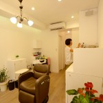 狭さを克服し、段差も解消した美容室の内装デザイン&工事