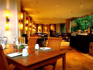 オリエンタル内装のレストラン
