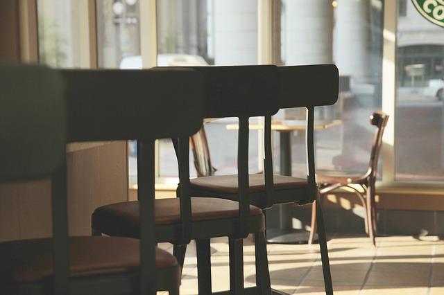 バーの椅子