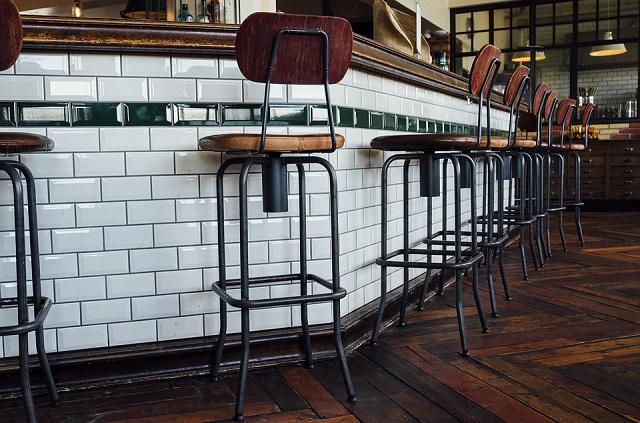 カフェのカウンター席を作るときの注意点