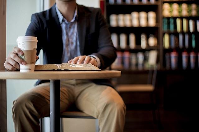 新しい本屋のスタイル「ブックカフェ」