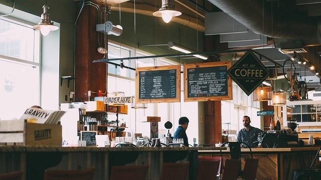 カフェのカウンター席はお店の雰囲気も決める