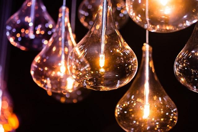 まぶしすぎる照明は生産性を下げる!?